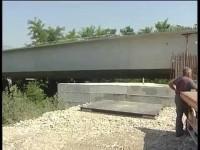 San Martino Vc: montaggio scavalco ferroviario.