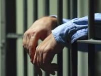 Nel carcere di Benevento un agente sventa il suicidio di un detenuto.