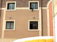 Un uomo minaccia di lanciarsi da una finestra del Comune.
