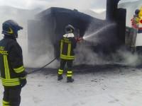 Incendio camino e parte copertura di un palazzo