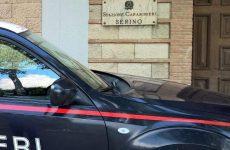 Danneggia citofono caserma e aggredisce i carabinieri.