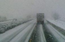 Maltempo:su strade limitazioni a mezzi pesanti in molte zone