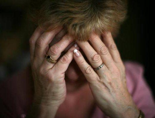 Una donna è stata derubata di 20 mila euro da due truffatrici.
