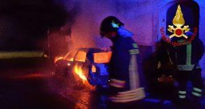Bucciano. Fiat Punto distrutta dalle fiamme.