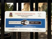 Montesarchio. Piazza Umberto I, Piazza Carlo Poerio, Via Amendola e la Villa Comunale wifi gratuito