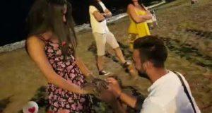 Tenerife. La proposta di matrimonio di Arcangelo Passariirello ad Anna Crisci.