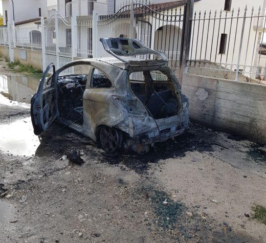 Bucciano. In fiamme l'auto di un ingegnere.