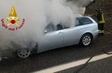 Avellino. Su A 16 autovettura in fiamme