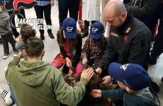 """Reparto di pediatria del """"Landolfi"""" in festa con unità cinofila dei carabinieri."""