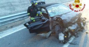 Monteforte Irpino. A16: perde il controllo dell'auto e finisce contro un muro.