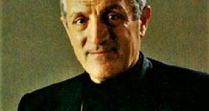 Don Tonino Bello: un Vescovo che profuma di Popolo di Mons.Pasquale Maria Mainolfi.