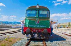 Il treno a vapore Avellino – Rocchetta Sant'Antonio è sui binari di partenza.