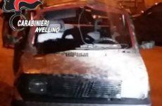 Bomba carta fatta esplodere su un'autovettura
