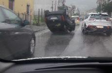 Cervinara. In via Renazzo un'auto si capovolge.