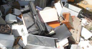 Gestione illecita di rifiuti: i carabinieri forestali denunciano due persone.