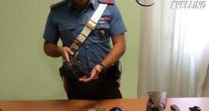 Sorpreso in auto con pistola, machete e lampeggiante blu, arrestato un 53 enne.
