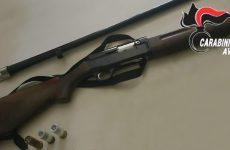 A caccia senza licenza e con arma clandestina: arrestato un 52 enne.