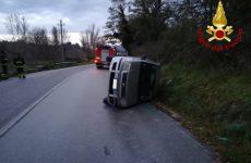 Autovettura sbanda e si ribalta, ferita la conducente, una 31 enne.