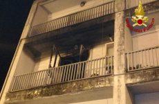 Incendio in un'abitazione, Vigili del Fuoco salvano una 80 enne