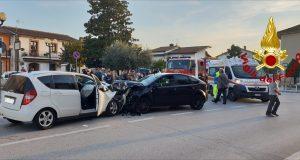 Due autovetture coinvolte in un incidente ferite tre persone.