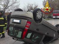 Donna ferita in un incidente stradale