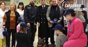 Reparto di pediatria del Landolfi in festa con unità cinofila dei carabinieri.