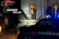 Esplosione in casa per una fuga di gas: morto un 90enne e ferito il figlio 55enne.