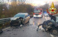 Due persone ferite in un incidente stradale