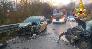 Due persone ferite in un incidente stradale