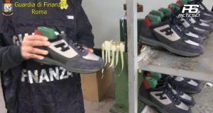 Scoperti nel napoletano 4 laboratori e 3 depositi di scarpe Hogan. (Servizio Tg Sei)