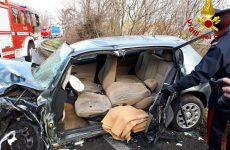 Tre persone ferite in un incidente stradale