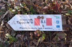 San Martino Valle Caudina: abbandono indiscriminato di rifiuti lungo il sentiero Italia.