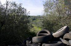Cervinara. Gettati in una scarpata oltre 200 pneumatici